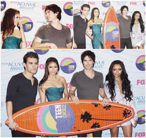 . Le 22 juillet 2012, Ian et Nina étaientprésents sur le tapis rose des Teen Choice Awards 2012 ! .
