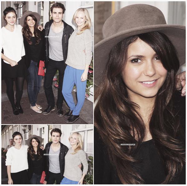 """. Le 27 octobre 2013, Nina et quelques co-stars de """"The Vampire Diaries"""" étaient au 16ième festival du film de Savannah. ."""