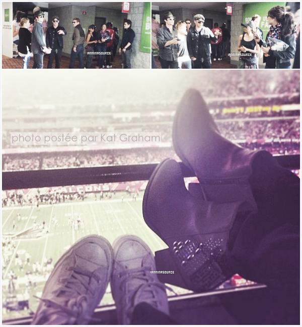 . Le 10 novembre 2013, Ian et Nina étaient présents, avec leurs co-stars, à un match de The Falcons ! .