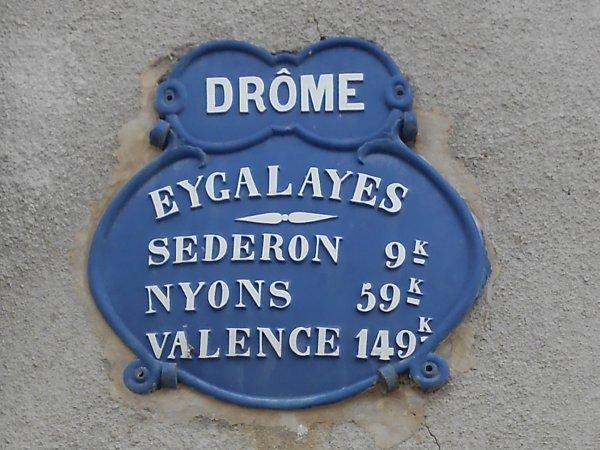 Plaques de cocher dans la Drôme (octobre 2014)