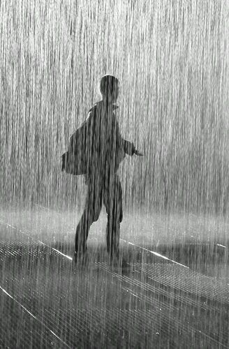 أقوى شخص في العالم هو ذلك الذي يقف وحيدا.