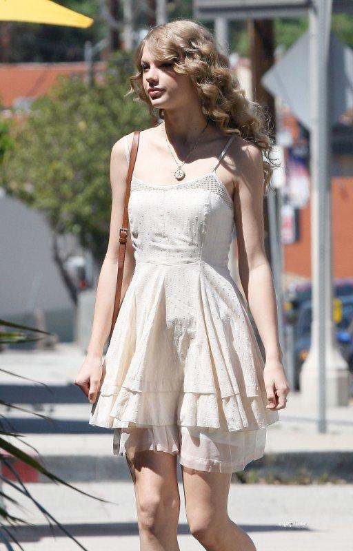 Taylor a été photographié après un déjeuné à Los Angeles.