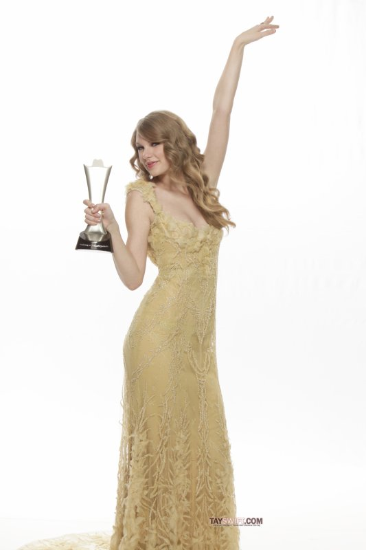 Voici de photo de Taylor avec son Award qu'elle a bien mérité !