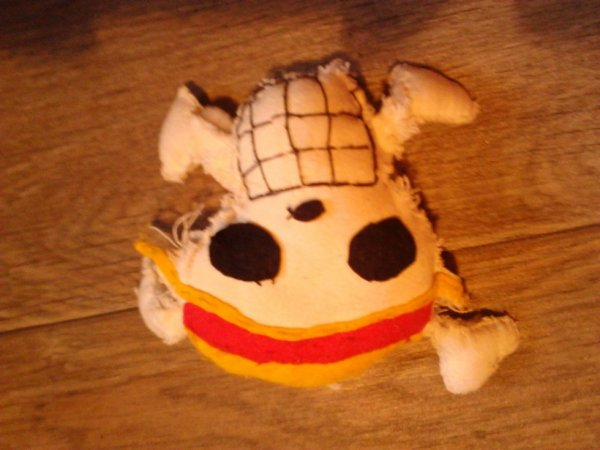 peluche one piece : tête de mort de luffy