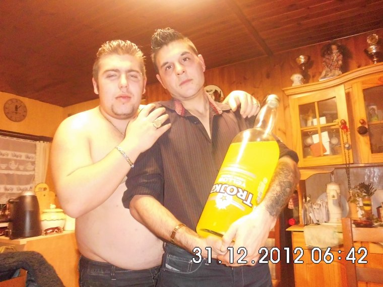 michael et moi et biensur ma bouteille de trojka jaune