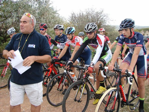 Artonne(63).Cyclo-cross des Maisons Blanches.Cadets,Juniors et seniors.Samedi 21 octobre 2017