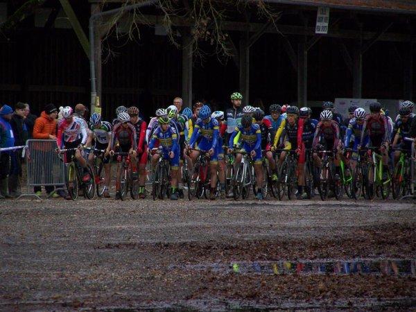 Aubigny-sur-Nère(18). Championnat Centre-Val de Loire de cyclo-cross.Pré-licenciés à Séniors.Dimanche 10 décembre 2017