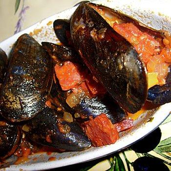 Moule à la sauce tomate/basilic pimentée