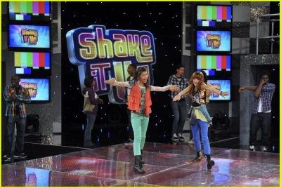 """Photos de l'épisode 13 de """"Shake it up ; Heat it up"""""""