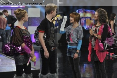"Still de l'épisode 14 de ""Shake it up;Hot mess it up"""