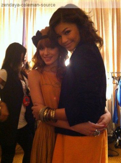 Nouvelle photo de Zendaya et Bella  . Elles sont juste MAGNIFIQUES sur cette photo .