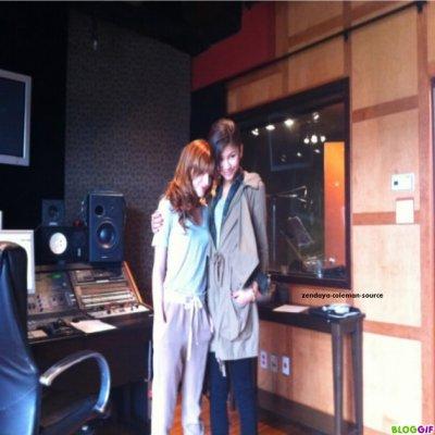 Nouvelles photos de Zen et de Bella . Ont peut même voir les deux miss en studios . Un duo Zen et Bella sa reste à voir en tout cas si c'est sa j'ai hâte d'entendre la chanson . Et vous ?