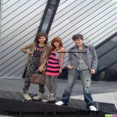 Nouvelle photo de Zendaya , Bella et Remy Thorne au Musée .