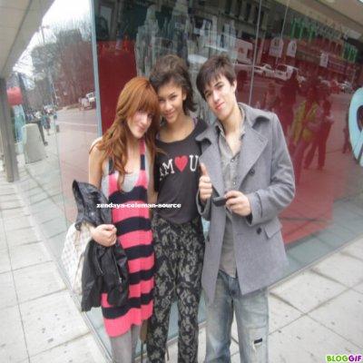 Nouvelles photos de Zendaya , Bella et Remy Thorne au Musée .