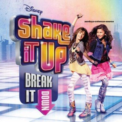 Découvre en exclusivité la pochette de la bande-son de Shake It Up ou Zendaya et Bella chante une chanson ensemble . J'ai hâte de voir le résultat . Et toi ?