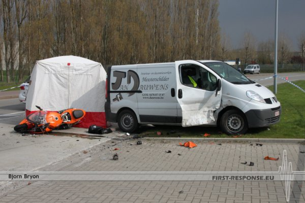 13/04/12 Bruges: accident de moto mortel