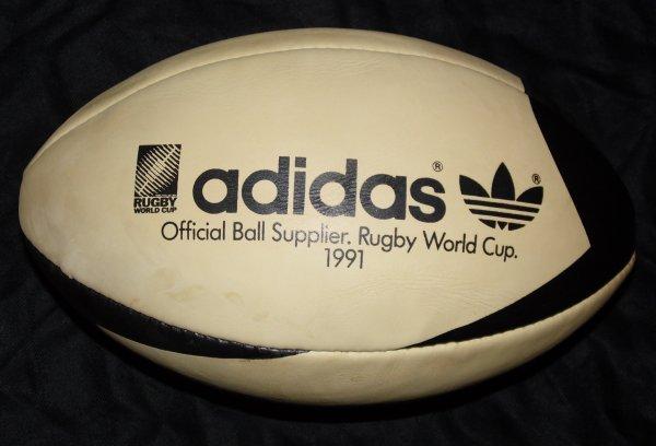 Dernier ballon de rugby wallaby en cuir avec lequel le xv de france a utilis - Ballon de rugby cuir ...