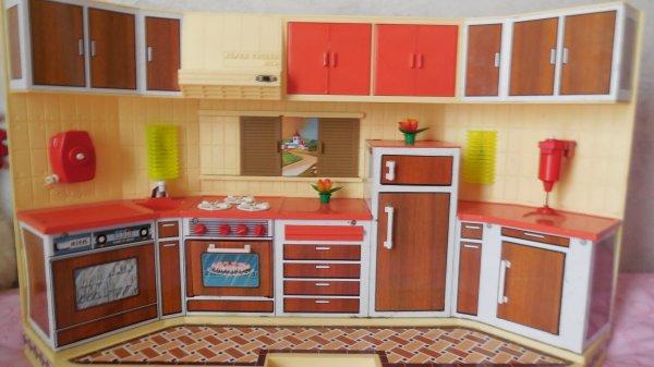 petite cuisine en tole en très bon état