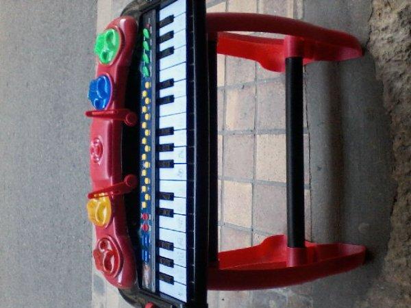 petit piano 7euros
