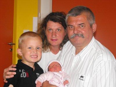avec papy, mamie et le grand frère
