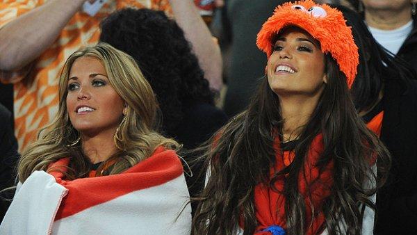 جميلات ومشجعات المنتخبات