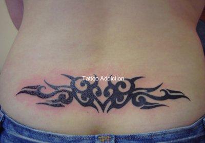 tatouage bas du dos tribal. Black Bedroom Furniture Sets. Home Design Ideas