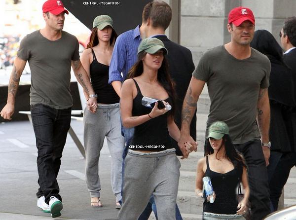 . 12 Septembre : Megan se prommennant, toujours à Toronto !  Megan, la casquette verte : Une grande histoire d'amour ! . .