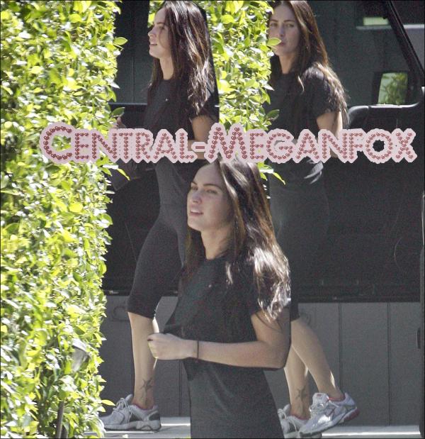 . 18 Septembre : Megan allant à la Gym, dans West Hollywood  !  Desolé pour la qualité des photos ;$ . .