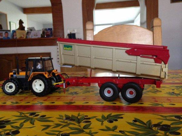 benne Leboulch 2 essieux 18 Tonnes avec Renault 155-54