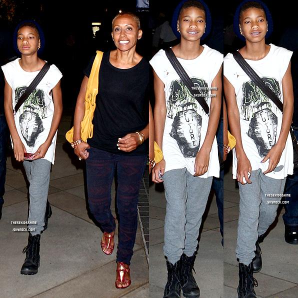 30.06.2012    Willow et sa grand mère Adrienne aperçue dans un centre commercial de Calabasas (Californie) pour une virée entre filles.