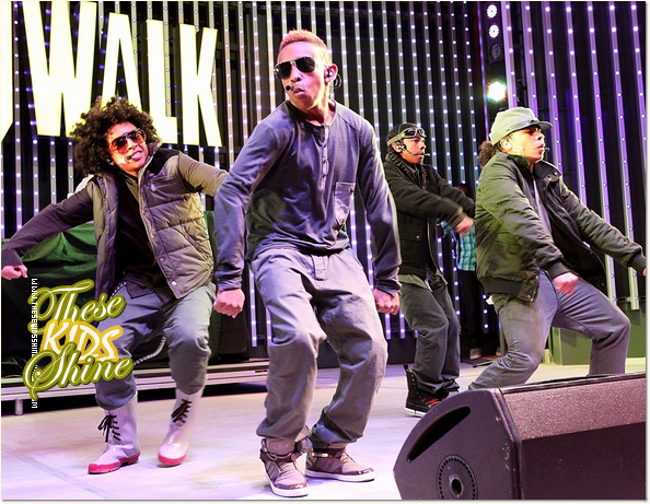 » Mindless Behavior sur la scène du Universal CityWalk !