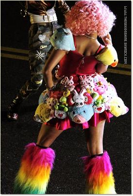 » Willow Smith et Nicki Minaj sur le tournage du clip Fireball.
