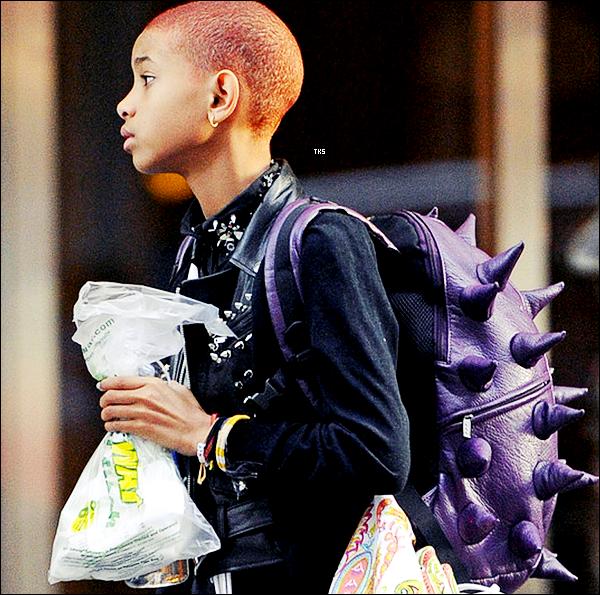 Willow Smith arrivant à son hôtel dans New York City, la miss était accompagné de sa maman Jada-Pinkett Smith (21.05.2012)