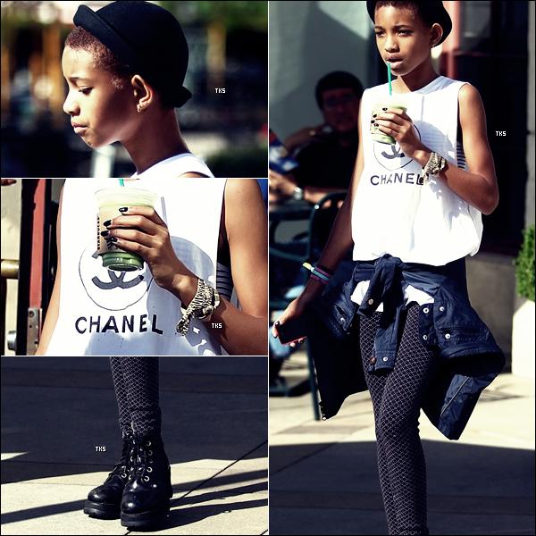 Willow Smith aperçue à Calabasas (Californie) alors qu'elle allait s'acheter une boisson dans un Starbucks 06.06.2012
