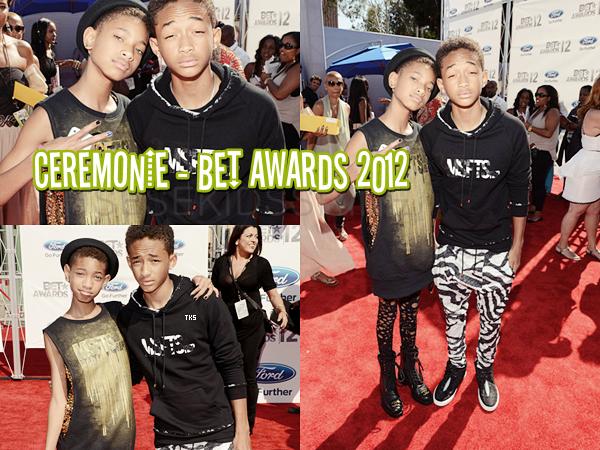 01.07.2012 Willow et Jaden Smith lors de leur arrivée sur le tapis rouge des BET Awards 2012. Comment les trouvez vous ? Top / Flop ?