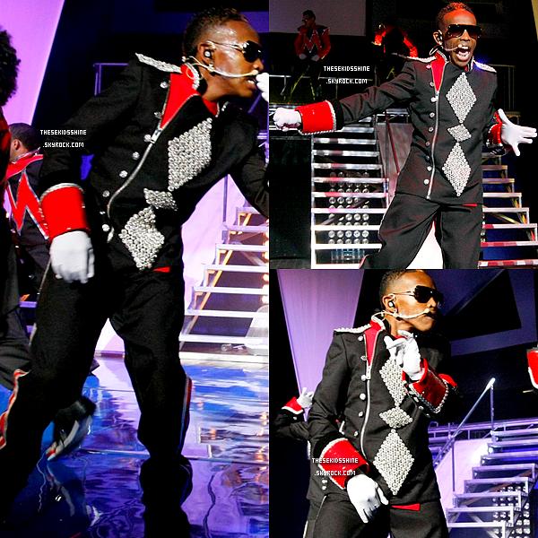 07.07.2012 Le #1 Girl Tour a débuté depuis quelques jours aux États-Unis. Découvrez des photos du groupe sur scène à Philadelphie.