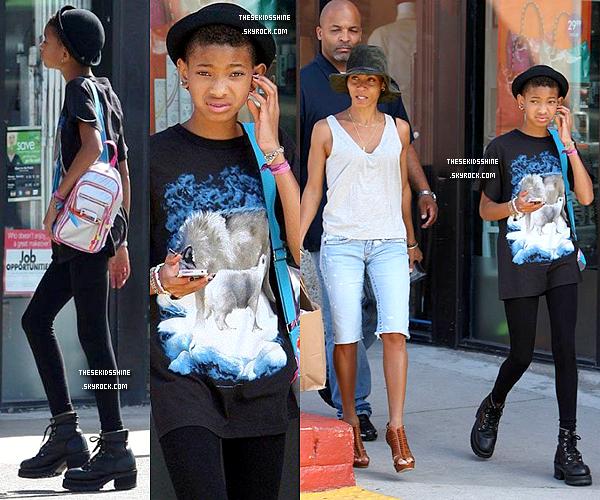 06.01.2012 Au début du mois, Willow et sa maman Jada-Pinkett ont été aperçues à Santa Monica pour une virée shopping entre filles.