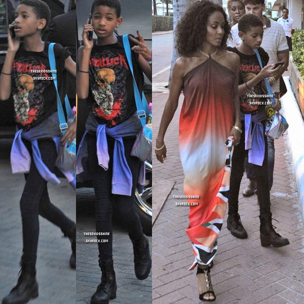 19.07.2012 Willow et sa maman Jada-Pinkett Smith aperçues alors qu'elles regagnaient leur hôtel à Miami (Floride).