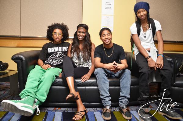 29.07.2012 De passage à Chicago dans le cadre de leur tournée les garçons ont été interviewé par Nekia N. Découvrez les photos !