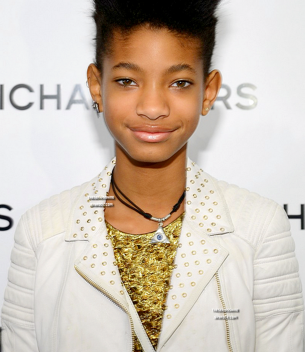» Rattrapage des news.  Willow Smith et sa maman Jada se sont rendus au Michael Kors Fall 2013 fashion show lors du Mercedes-Benz Fashion Week qui se déroulait au Theatre at Lincoln Center, à New York City. // 13 Février 2013