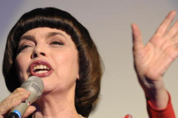 Mireille Mathieu zählt keine Falten