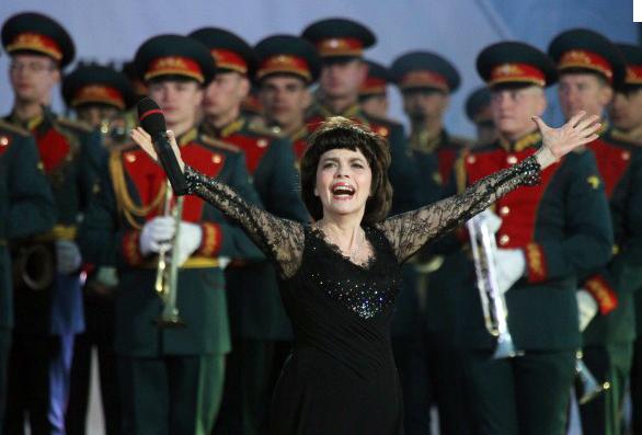 Hommage de Mireille sur le Site officiel aux Choeurs de l'Armée Rouge (2)