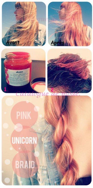 Avoir les cheveux rose.