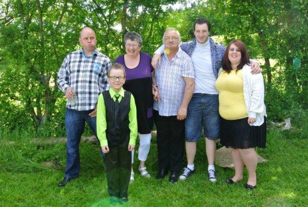 moi mon mari mes deux fils ma belle fille et mon petit fils ayrton lors de sa communion