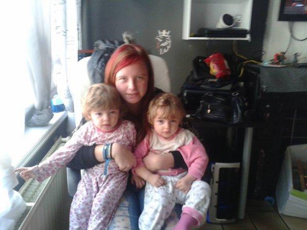 les jujus et une de mes autres petite fille à gauche ambre à droite treacy et la grande nathalie