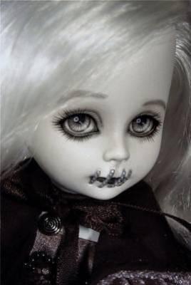 Moua & une poupée ... †