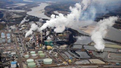 L'Alberta s'enfonce dans les sables bitumineux