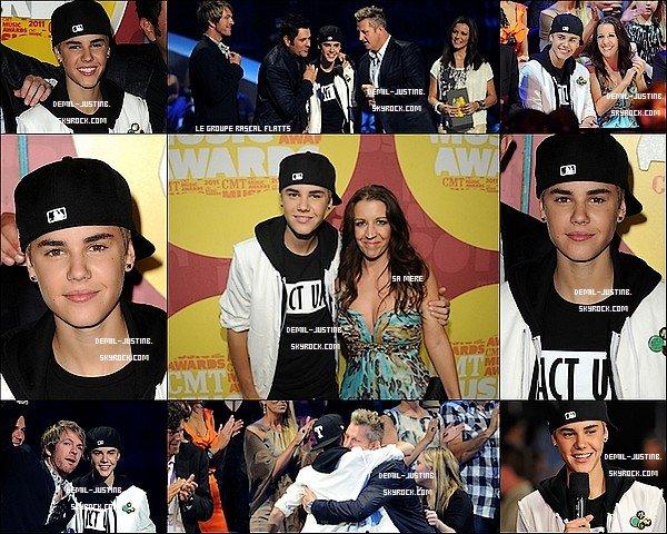 08.06.11 - Justin a assisté au CMT Music Awards en compagnie de sa mère. - 09.06.11 - Demi a été apercu sortant d'un un immeuble de bureaux à Manhattan + Demi a assisté au US magazine Luncheon. Top ou Flop ?