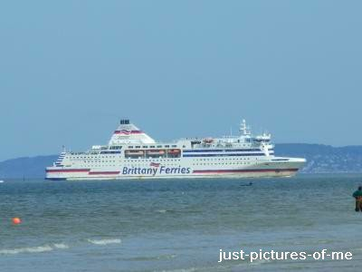 BRITTANY FERRIES. PRIS A OUISTREHAM (14)