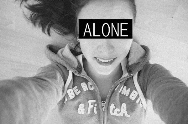 Ce n'est pas parce que tu as plein d'amis que tu n'as pas le droit de te sentir seule.